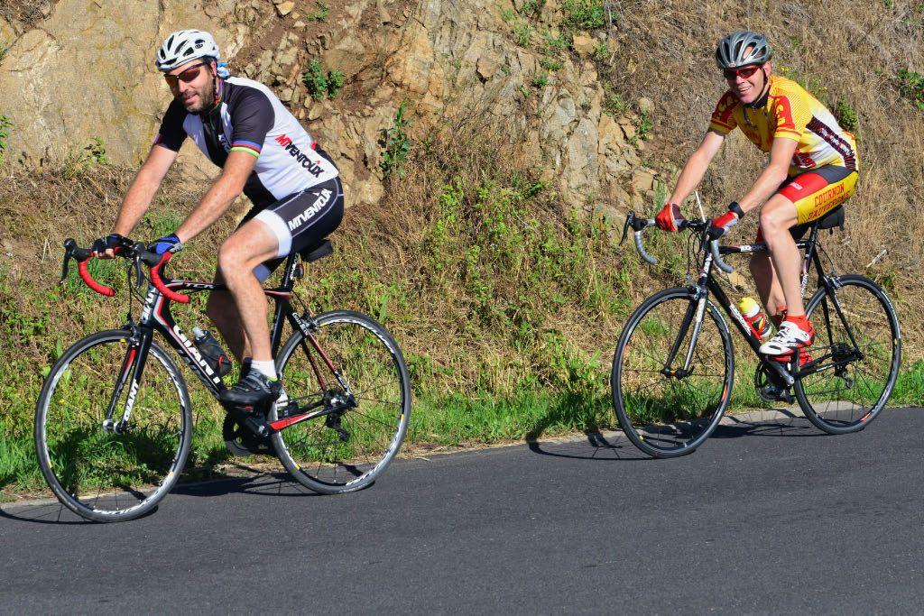 La Gergovienne : cyclotouristes dans la montée de Cournols