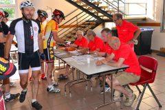 La Gergovienne : inscription des cyclistes sous la haute attention du président