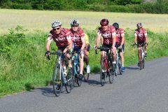 La Gergovienne : cyclotouristes ASPTT dans la montée du Crest